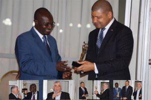 remise de l'Espoir de la médiation des Médiateurs professionnels, par le ministre du commerce ivoirien Jean-Louis Billon