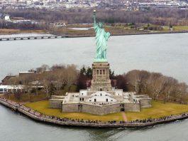 """crédit d'auteur : """"Liberty Island photo D Ramey Logan.jpg de Wikimedia Commons par D Ramey Logan, CC-BY 4.0"""""""